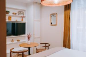 Télévision ou salle de divertissement dans l'établissement Appart' Rennes BnB - Centre Gare