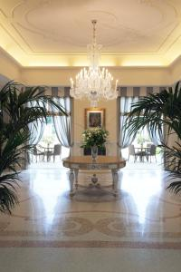 The lobby or reception area at Savoia Hotel Regency