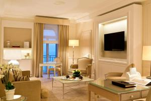 Гостиная зона в Beau-Rivage Palace