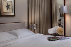 Ein Bett oder Betten in einem Zimmer der Unterkunft Ultravioleta Boutique Residences