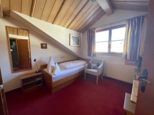 Ein Bett oder Betten in einem Zimmer der Unterkunft Hotel Alpin