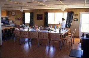 A restaurant or other place to eat at Peterson's Point Lake Lodge