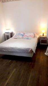 A bed or beds in a room at House with 2 bedrooms in LoguivyPlougras with furnished garden 23 km from the beach
