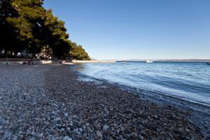 Plaža ob oz. blizu turističnega naselja
