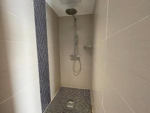 A bathroom at Hôtel Baptistin