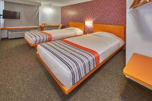 Een bed of bedden in een kamer bij City Express Junior Tijuana Otay