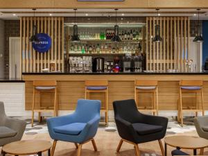 The lounge or bar area at Holiday Inn Express Moscow - Sheremetyevo Airport, an IHG hotel