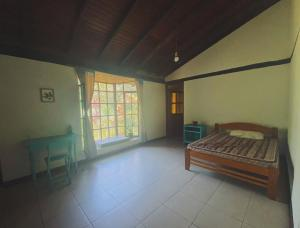 A bed or beds in a room at Room in Spacious Nature Cottage