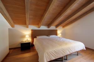 Ein Bett oder Betten in einem Zimmer der Unterkunft Les Fleurettes