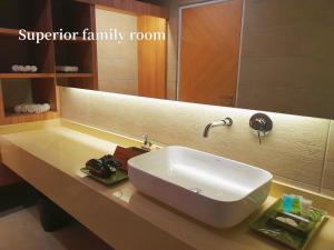 A bathroom at Lot 33 Boutique Hotel