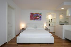 A bed or beds in a room at Divota Apartment Hotel