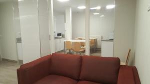 A seating area at Albergue Logroño Centro
