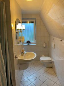 A bathroom at Pension im Heidort