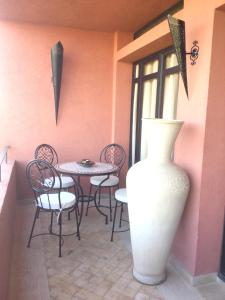 A seating area at Apartment with 2 bedrooms in Marrakech with shared pool furnished terrace and WiFi 185 km from the beach