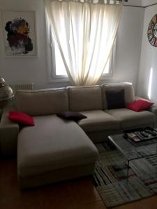 A seating area at Apartment with 2 bedrooms in Perpignan with wonderful mountain view furnished balcony and WiFi 13 km from the beach