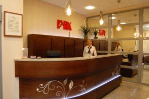 Hol lub recepcja w obiekcie Hotel Pik