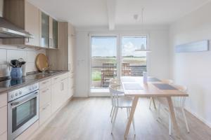 Küche/Küchenzeile in der Unterkunft Reethus Backbord Dagebüll