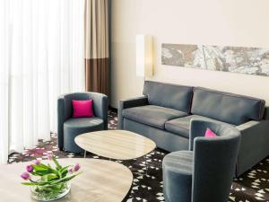A seating area at Mercure Hotel MOA Berlin