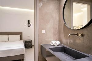 A bathroom at Hippocampus Hotel