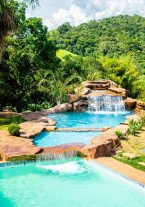 A piscina localizada em Hotel Fazenda Horizonte Belo ou nos arredores