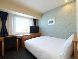 A bed or beds in a room at Hotel Emisia Tokyo Tachikawa