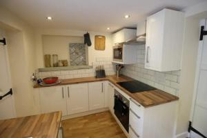 A kitchen or kitchenette at 14 Bridge Street