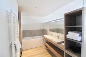 A bathroom at Duinhotel Breezand