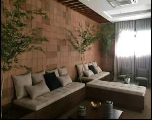 A seating area at London Residencial