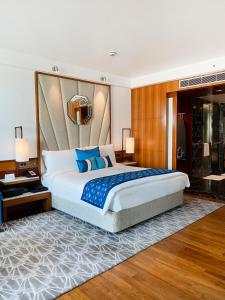 A bed or beds in a room at InterContinental Marine Drive Mumbai