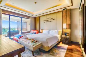 A bed or beds in a room at Sanya Haitang Bay Tianfang Zhouji Resort