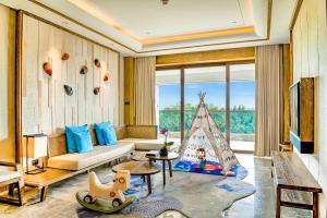 A seating area at Sanya Haitang Bay Tianfang Zhouji Resort
