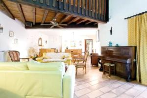 A seating area at Villa with 6 bedrooms in Barbentane with private pool enclosed garden and WiFi 80 km from the beach