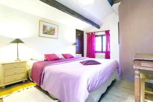 A bed or beds in a room at Villa with 6 bedrooms in Barbentane with private pool enclosed garden and WiFi 80 km from the beach