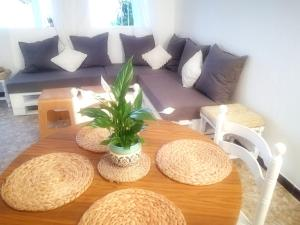 A seating area at House with one bedroom in El Chaparral with wonderful sea view enclosed garden and WiFi 2 km from the beach