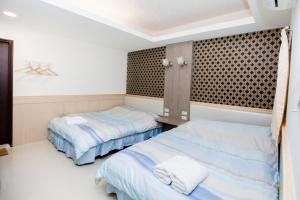 A bed or beds in a room at Taipei 101 Yurman Guesthouse