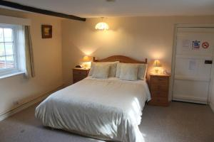 A bed or beds in a room at Ingon Bank Farm Bed And Breakfast