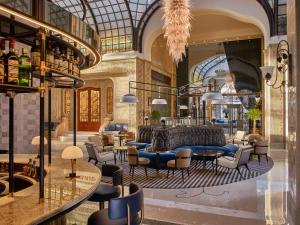 The lounge or bar area at Four Seasons Hotel Gresham Palace Budapest