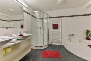 A bathroom at Nassfeldhaus