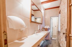 A bathroom at Hotel-Restaurant Kriva Ćuprija