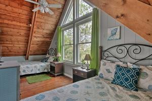 A bed or beds in a room at Home with Patio as Seen on TV! - Walk to Dewey Beach!