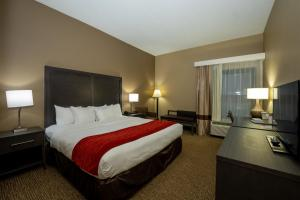 A bed or beds in a room at Comfort Inn Opelika - Auburn
