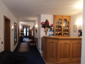 De lobby of receptie bij Hotel Garni Demmel
