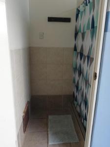 A bathroom at Loki del Mar