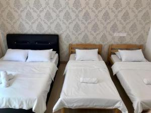 A bed or beds in a room at Island Hostel