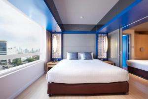 A bed or beds in a room at The Quarter Hualamphong by UHG