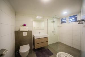 Um banheiro em Piscadera Bay Resort 91