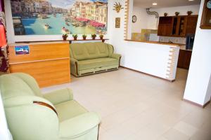 Лобби или стойка регистрации в Отель Маленькая Италия