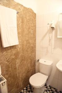 A bathroom at Gästehaus zum Surgrund