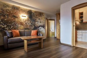 Ein Sitzbereich in der Unterkunft Residence Kronenwirt