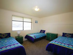A bed or beds in a room at Aranda 3/25 Townsend Street